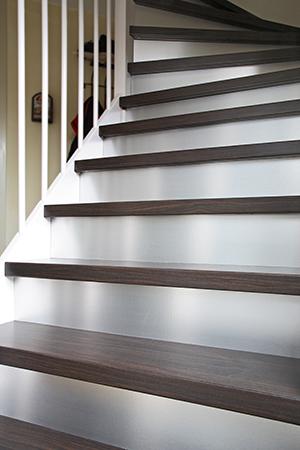 Traprenovatie limburg d specialist in traprenovaties - Renovatie van een houten trap ...